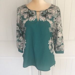 Jennifer Lopez floral blouse size medium